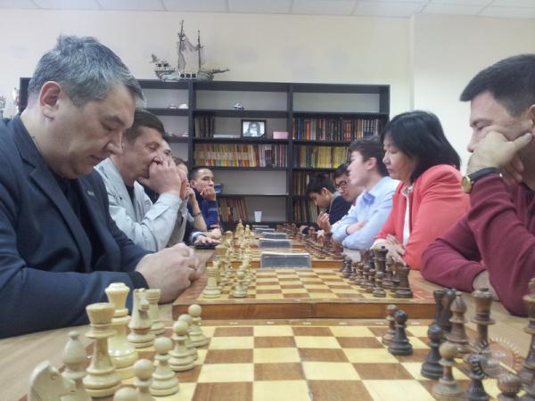 Перед стартом (слева-вице-президент ФШРК Алибек Ибрагимов)